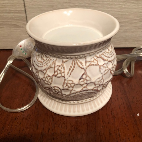 Gold Canyon Other - Gold Canyon vintage lace wax pod warmer